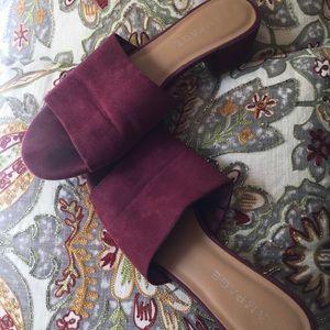 $6 Sandals/Slides🌺